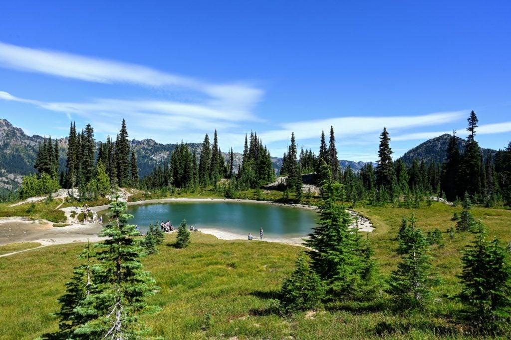 alpine lake on Naches peak trail