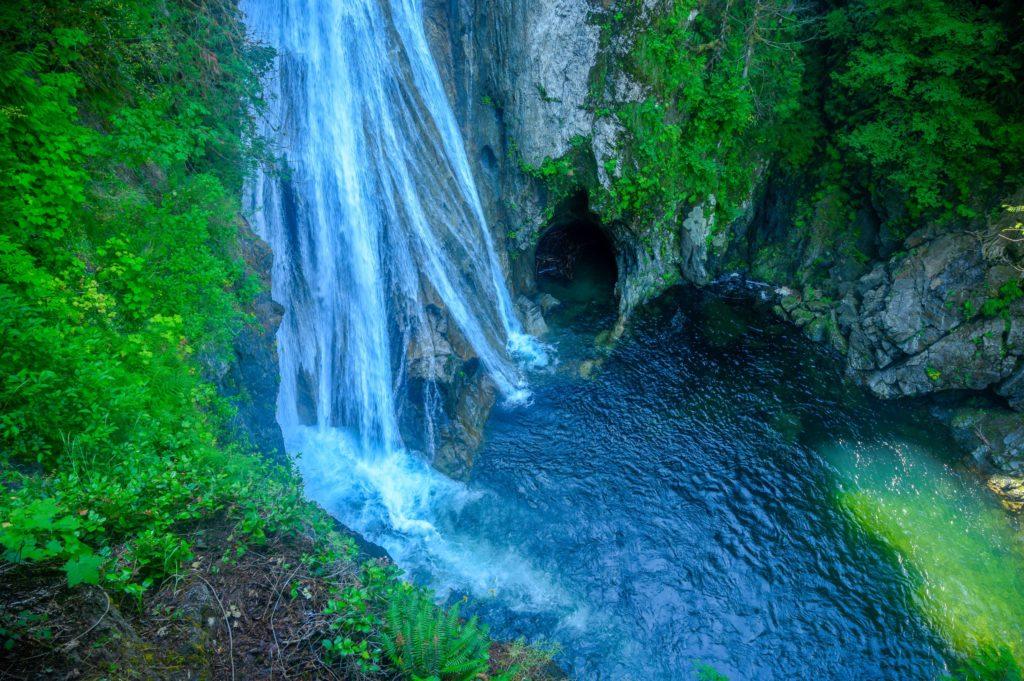 pool at bottom of lower falls
