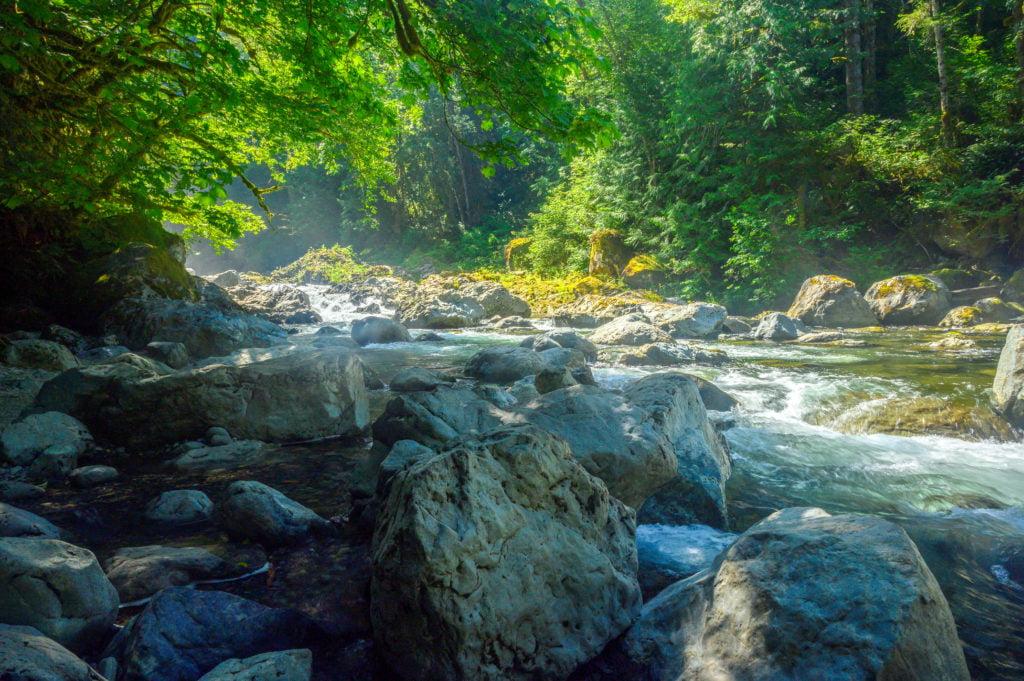 river stop along twin falls hike